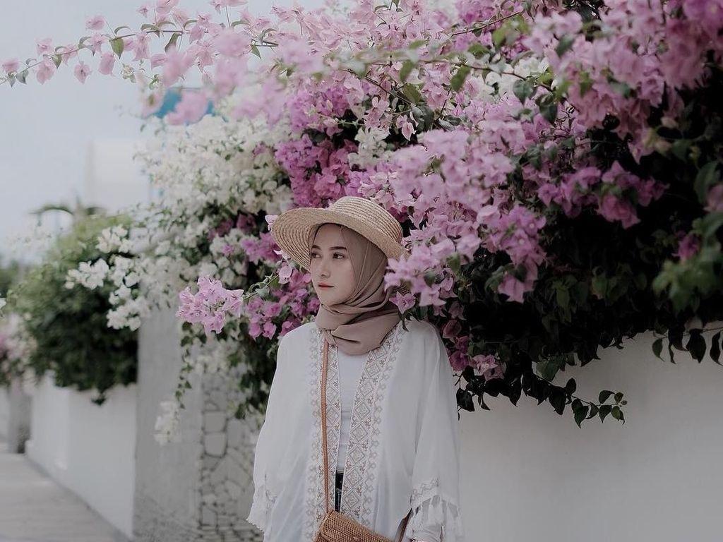 Foto: 10 Gaya Hijab Pakai Topi yang Kekinian Ala Nisa Cookie