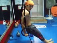 Ia mengaku tubuhnya yang kekar juga didapat secara alami karena berlatih senam sejak kecil. Begitu menjadi idol, Dongjun semakin termotivasi untuk mempertahankan otot tubuhnya. (Foto: Instagram/super_d.j)