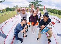Dari Instagram juga diketahui bahwa Dinda sampai bergabung dengan komunitas olahraga yang didominasi kaum Adam tersebut. Bisa dilihat, ia cewek sendiri di komunitasnya. (Foto: Instagram/dindakirana.s)