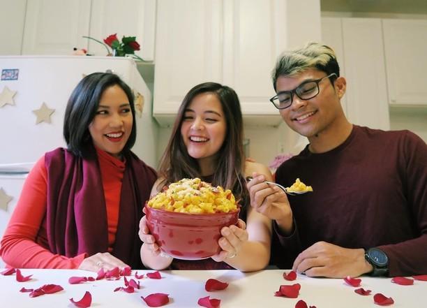 Suka Masak dan Makan, 10 Foto Ini Tunjukkan Serunya Tasya Kamila Bersama Makanan