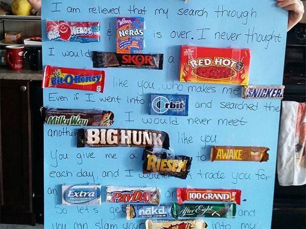 Kreatif! wanita ini membuat kata-kata dengan menyambungkan nama merk coklat. (Foto: Boredpanda)