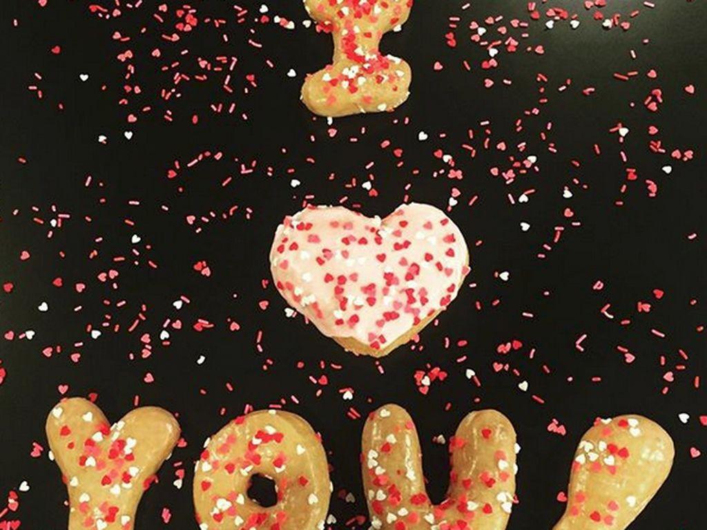 Nyatakan perasaan Anda kepada pasangan di hari Valentine dengan donat-donat renyah berbentuk karakter dari toko donat, Donutology di Kansas, Amerika. Foto: Instagram/Donutlogy