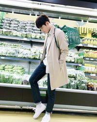 Mau dong diajak belanja sayur, oppa! (Foto: Instagram/super_d.j)