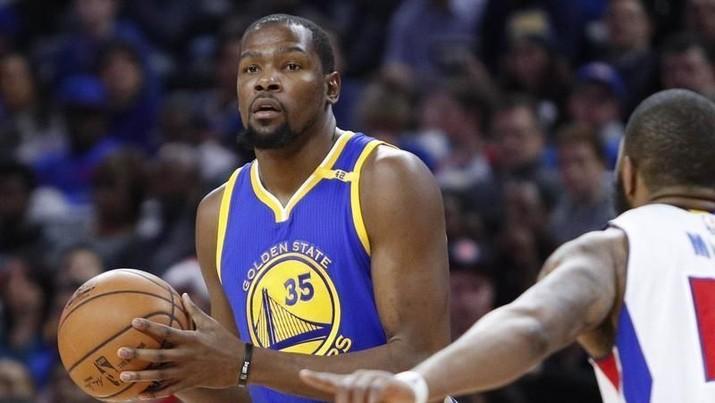Bintang tim NBA Golden State Warriors, Kevin Durant, menolak perpanjangan kontrak senilai US$31,5 juta (Rp 445 miliar).