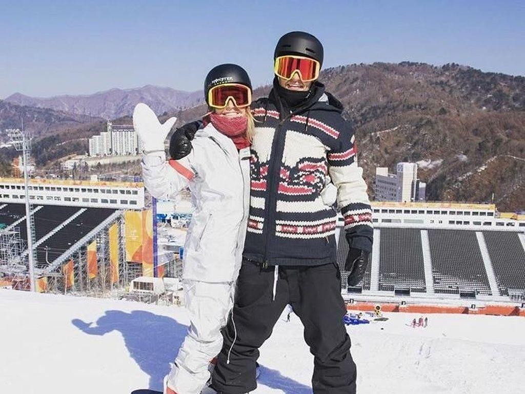 Tyler Nicholson dan Jamie Anderson sama-sama menekuni olahraga snowboarding, meski memperkuat Timnas berbeda dalam setiap turnamen terbuka. Nicholson dari Kanada, Anderson merupakan atlet Amerika Serikat. (instagram)