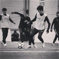 Selain berolahraga, hobi salah satu vokalis utama di grup ZE:A ini adalah sepakbola. (Foto: Instagram/super_d.j)