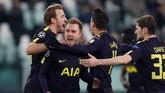 Hasil seri 2-2 di laga ini menguntungkan Tottenham Hotspur. Mereka hanya butuh hasil imbang 0-0 atau 1-1 di Wembley untuk lolos ke babak selanjutnya. (Reuters/Paul Childs)
