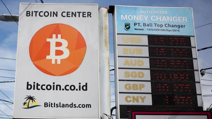 A Bitcoin sign is seen in Kuta on the resort island of Bali, Indonesia January 18, 2018. Picture taken January 18, 2018.  REUTERS/Nyimas Laula