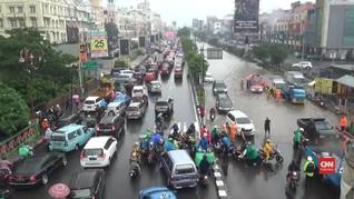 VIDEO: Hujan Deras, Jalan di Kelapa Gading Tergenang