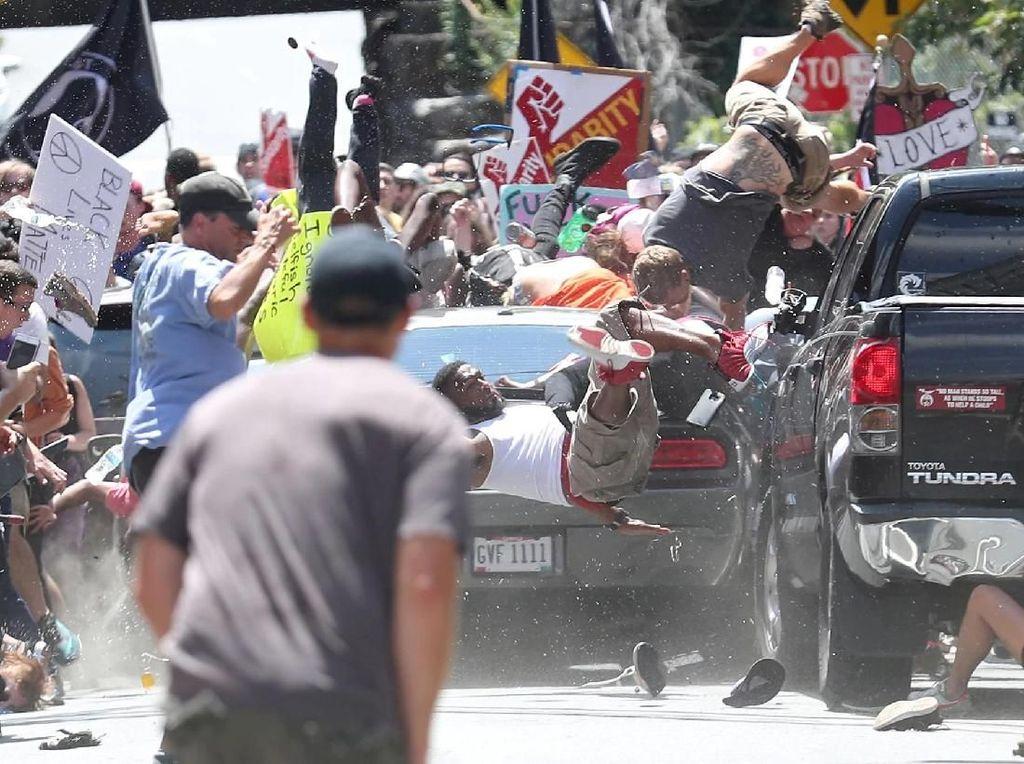Demonstrasi di Charlottesville - karya Ryan M Kelly/The Daily Progress. Foto: World Press Photo/The Washington Post