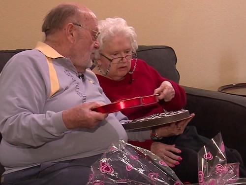 Selama 39 Tahun, Kakek Ini Berikan Kado Valentine yang Sama Untuk Istrinya
