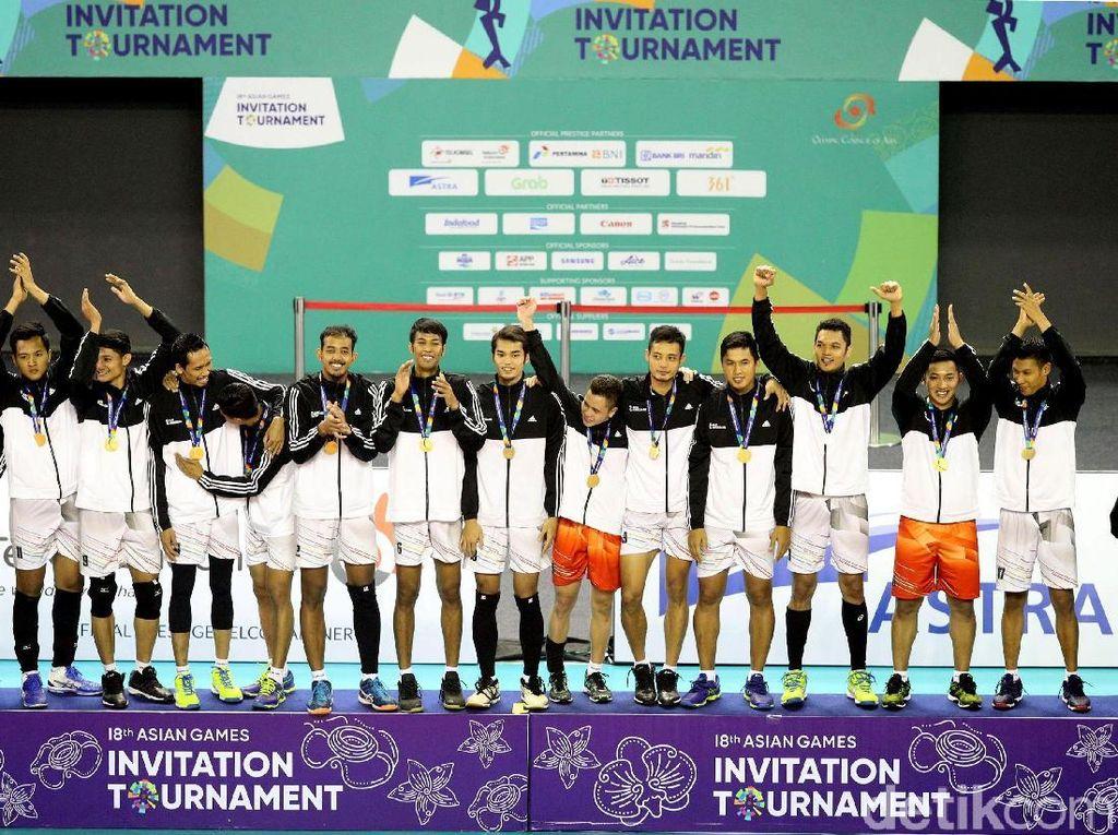 Tim Indonesia 2 menyabet emas setelah dengan menaklukkan Tim Indonesia 1 dengan skor 3-2 (25-21, 25-18, 21-25, 18-25, 11-15).