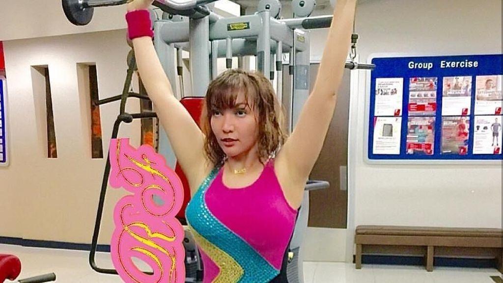 Foto: Sisi Lain Roro Fitria yang Rajin Olahraga Bela Diri dan Yoga