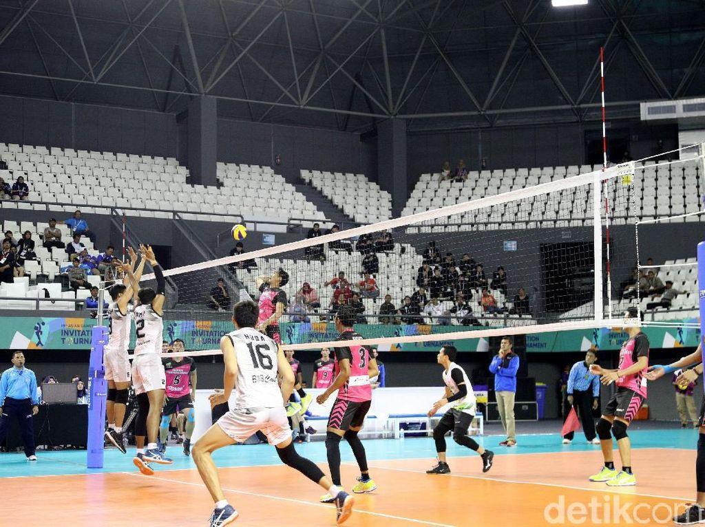 Dalam set ke-5, kedua tim hampir sama kuat. Namun, Tim Indonesia 2 berhasil mencuri skor. Pertandingan pun ditutup dengan kemenangan Tim Indonesia 2, 11-15.
