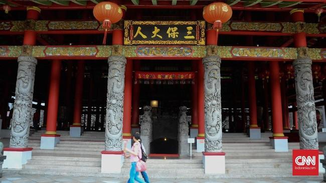 Walau membangun klenteng, namun dia tidak menghapus sejarah Cheng Hoo dan awaknya sebagai penjelajah Muslim yang pernah datang ke sana.