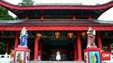 Bangunan yang kini dijadikan tempat ibadah pemeluk Tridharma (Taoisme, Buddhisme dan Konfusianisme) itu berada di kawasan yang awalnya menjadi tempat berteduh Cheng Ho saat harus