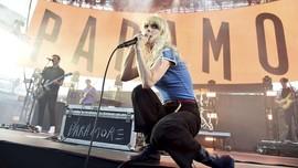 Paramore Setop Nyanyikan Lagu 'Misery Business'