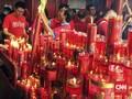 Anies-Sandi 'Tak Kompak' Sambangi Wihara di Petak Sembilan