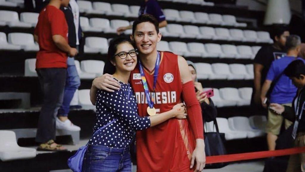 10 Foto Bugarnya Pebasket Daniel Wenas, Pacar Baru Mikha Tambayong