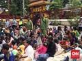 Ratusan 'Pemburu Angpau' Padati Wihara di Petak Sembilan
