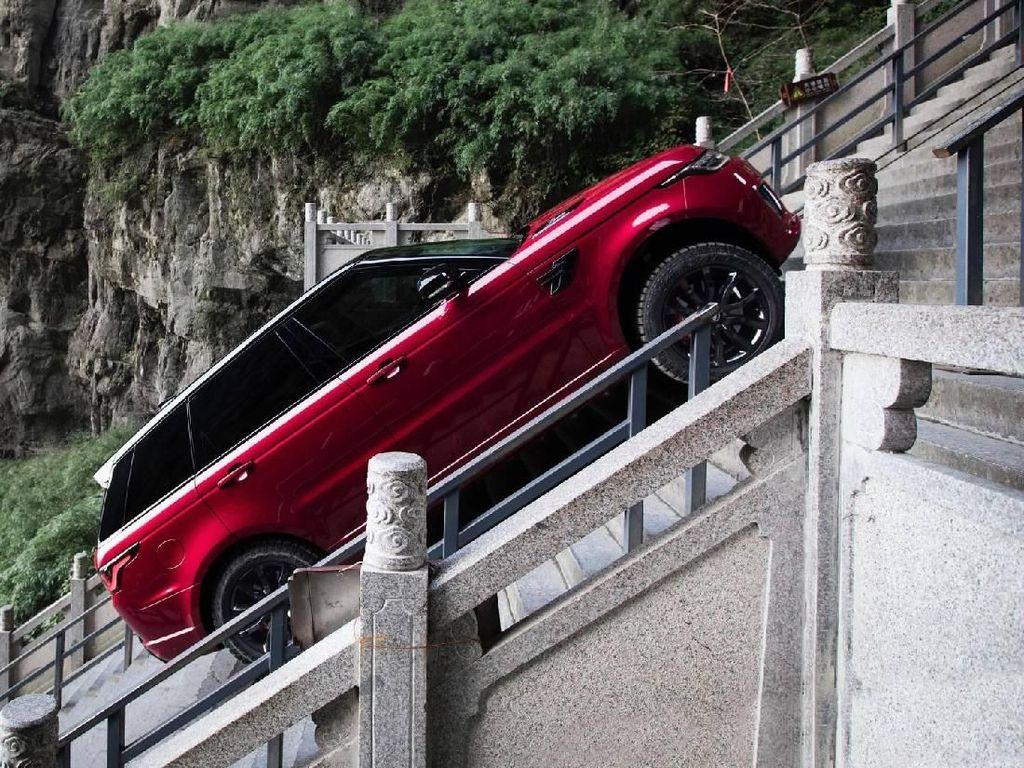 Ini Mobil yang Tembus Gerbang Surga di China