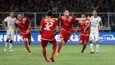 Menjelang babak pertama usai Persija mencetak gol kedua. 'Super Simic' mencetak gol kedua dengan tendangan salto menyambut umpan Rohit Chand. (dok. Persija)