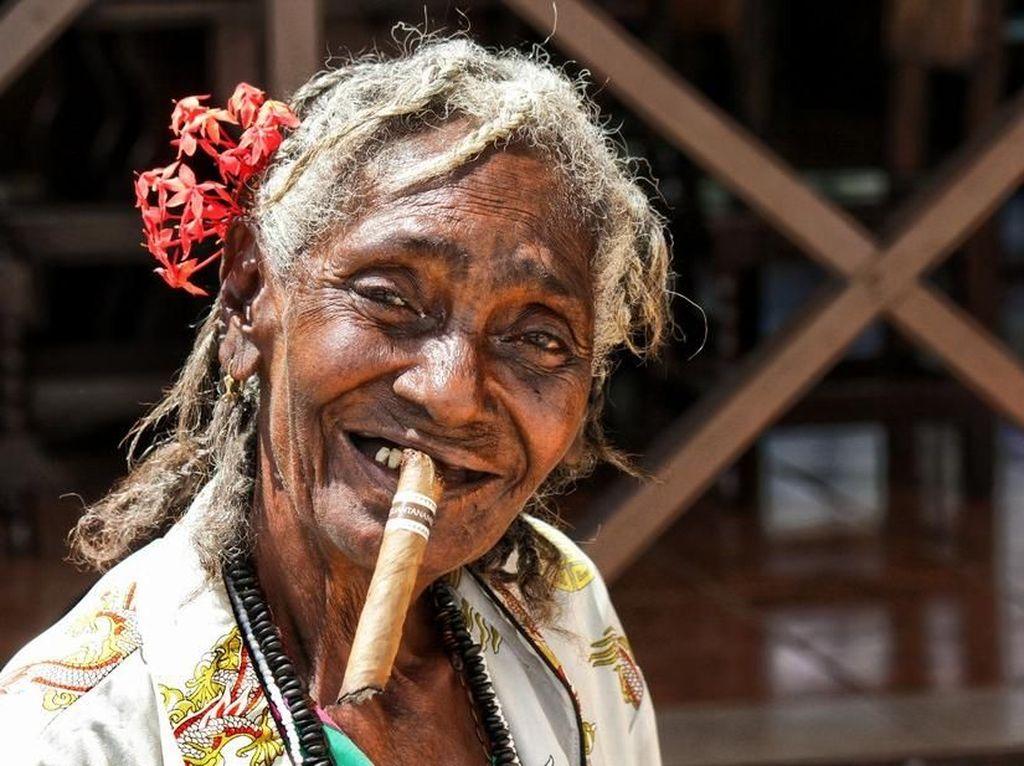 Cuba Cigar Lady karya Brian104. Foto: Viewbug