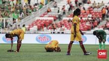 Dikalahkan Arema, Suporter Sriwijaya FC Rusak Kursi Stadion