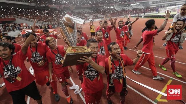 Setelah memenangkan Piala Presiden 2018, Persija ditantang untuk memecahkan mitos buruk kampiun juara turnamen pramusim yang gagal bersinar di kompetisi sesungguhnya, seperti yang sebelumnya dialami Persib Bandung (2015) dan Arema FC (2017). (CNNIndonesia/Adhi Wicaksono)