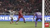 Pertandingan antara Persija dan Bali United sudah berlangsung dengan intensitas tinggi sejak menit-menit awal. Persija beberapa kali mengancam gawang Bali United yang dikawal Wawan Hendrawan. (CNNIndonesia/Adhi Wicaksono)