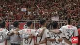 Kekalahan di laga final tidak membuat Bali United tertunduk lesu. Para pemain dan ofisial memberikan penghormatan pada Semeton Dewata yang turut menyaksikan perjuangan mereka di SUGBK.(CNNIndonesia/Adhi Wicaksono)