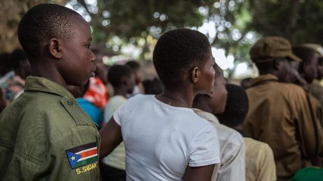 Namun kurang dari dua tahun kemudian, konflik kembali meletus. Presiden Salva Kiir menuding mantan deputi dan pesaing politiknya Riek Machar merencanakan sebuah kudeta. (AFP PHOTO/Stefanie Glinski)