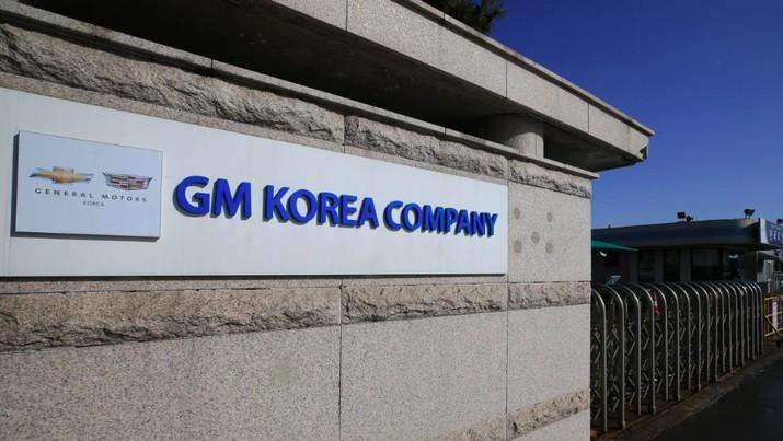 Presiden Korea Selatan Moon Jae-in sesalkan keputusan General Motors (GM) untuk menutup satu pabriknya di Seoul