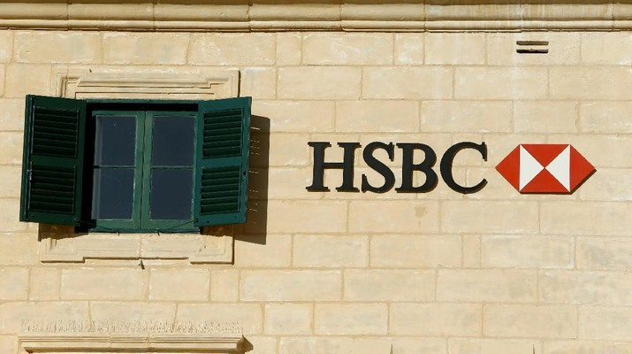 FILE PHOTO: HSBC bank signage is seen on a bank branch in Valletta, Malta, September 5, 2017. Picture taken September 5, 2017.  REUTERS/Darrin Zammit Lupi/File Photo                         GLOBAL BUSINESS WEEK AHEAD - SEARCH GLOBAL BUSINESS 19 FEB FOR ALL IMAGES