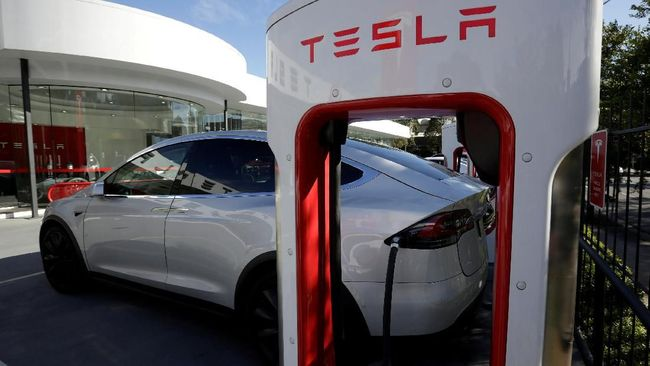Janji Elon Musk Jual Mobil Listrik Tesla Seharga Innova