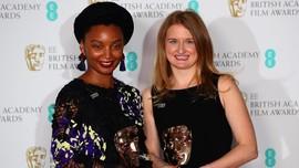 FOTO: Gaun Hitam yang Mengguncang Karpet Merah BAFTA 2018
