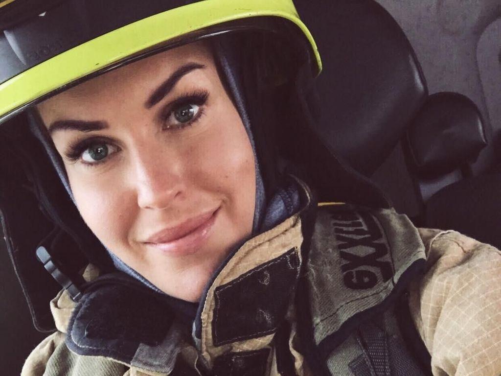 Cantik & Seksi! Pesona Gunn Narten, Pemadam Kebakaran yang Bisa Angkat Truk