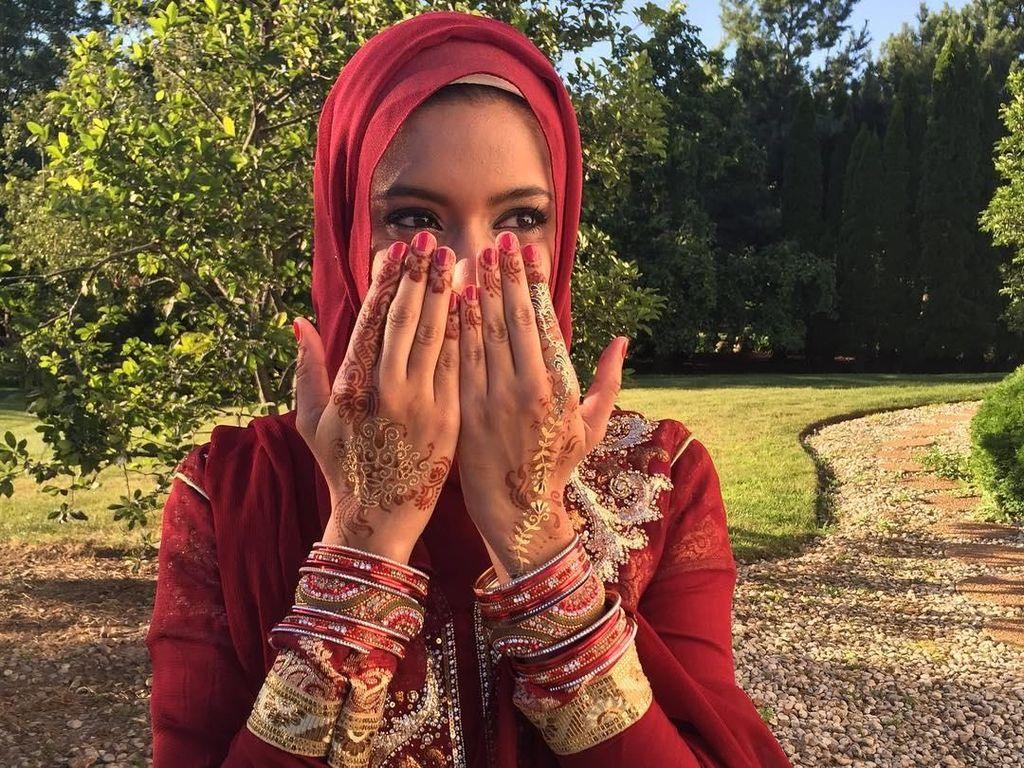 10 Potret Hijabers yang Jadi Reporter Tetap Pertama di AS