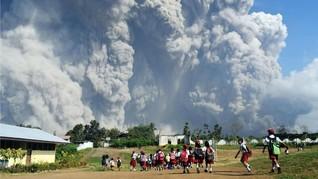 Kembali Erupsi, Wisatawan Diminta Jauhi Sinabung