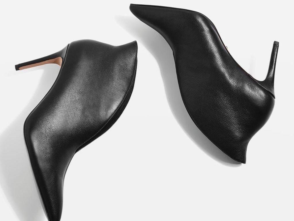 Wanita Karier Wajib Punya, 7 Opsi High Heels Hitam untuk ke Kantor