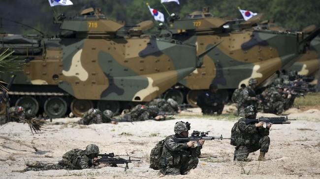 Latihan tahun ini diwarnai dengan undangan kontroversial Thailand untuk Myanmar, negara yang jadi lokasi pelanggaran HAM terhadap Rohingya. (REUTERS/Athit Perawongmetha)