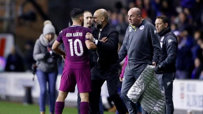 FOTO: Manchester City Kalah, Suporter Rusuh