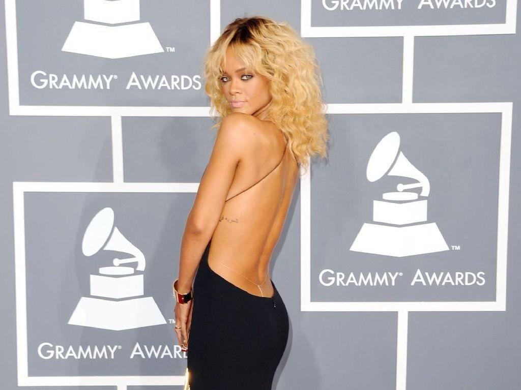 Foto: Happy Birthday Rihanna! Ini 15 Gaya Seksinya di Karpet Merah