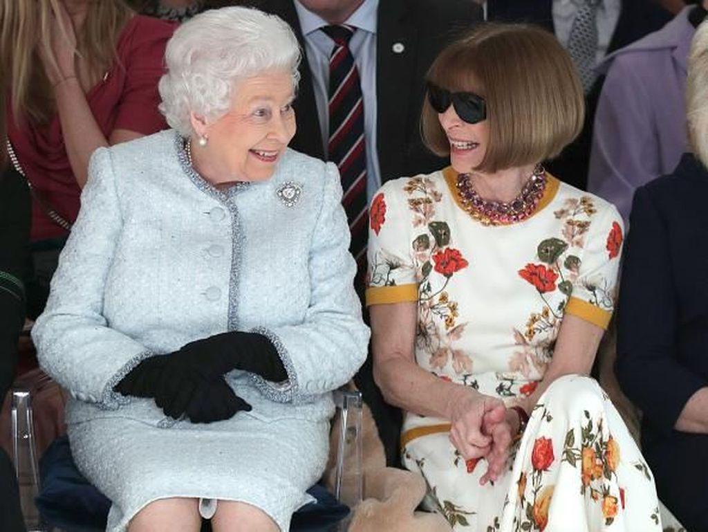 Ini Jadinya Saat Ratu Elizabeth Pertama Kali Nonton London Fashion Week
