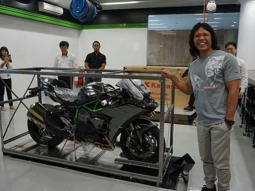 Dengan kecepatan yang bisa menembus di atas 200 km per jam, kira-kira mau dibawa ngebut kemana ya? IG Kawasaki/Istimewa.