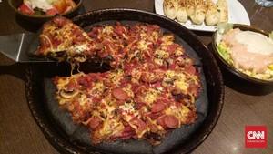 'Black Pizza' Tambah Deret Kuliner Serba Hitam
