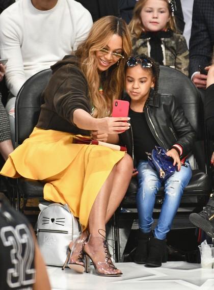 Gaya Casual Anak Beyonce Seharga Puluhan Juta Rupiah Saat Nonton Basket
