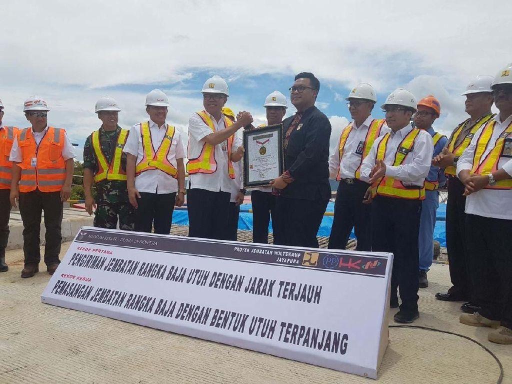Proyek ini dikerjakan kontraktor konsorsium PT Pembangunan Perumahan (Persero) Tbk, PT Hutama Karya (Persero), dan PT Nindya Karya. Pool/Ditjen Bina Marga.