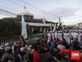 Massa Subuh Berjamaah Yakin Rizieq Shihab Pulang Hari Ini