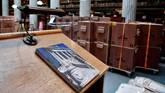 Koleksi yang begitu banyak, mulai dari koleksi berusia lebih dari 1.200 tahun, koleksi musik era Bizantium, abad ke-19, hingga modern membutuhkan penanganan serius. (AFP/Louisa Gouliamaki)